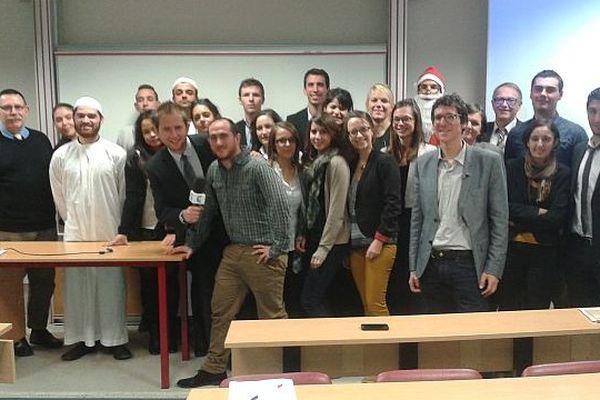 """25 étudiants en master 2 """"Marketing du produit et de l'innovation par les services"""" ont soutenu leur mémoire dans la nuit du 9 décembre à Orléans."""