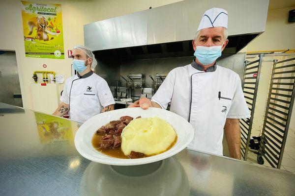 Les élèves de la cité scolaire de Digoin (Saône-et-Loire) ont pu profiter d'un menu fait à partir de produits locaux lundi 11 octobre.