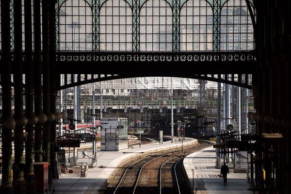 Le trafic est perturbé gare du Nord, à Paris, en raison d'un rail endommagé ce lundi matin.