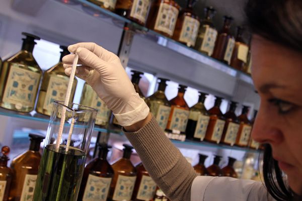 Le laboratoire du parfumeur Galimard à Grasse