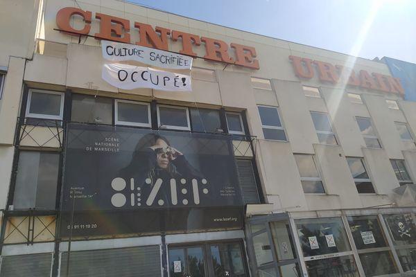 """""""Culture Sacrifiée"""", le message des intermittents au Merlan, à Marseille."""