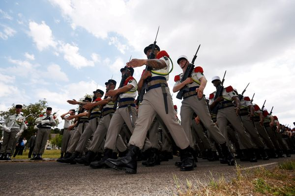 La passation de commandement et la prise d'armes de la 13ème demi-brigade de la Légion Étrangère dans le camp du Larzac le 29 juin 2016.