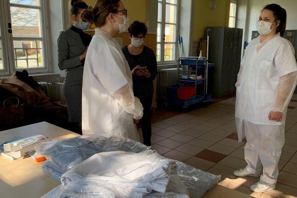 Covid-19 - A Limoges, trente personnes précaires, malades sans gravités, pourront être accueillies en chambre individuelle et accompagnées par les équipes de l'Association de réinsertion sociale du Limousin (ARSL) et suivies sur le plan médical par une équipe composée de professionnels du CHU et du centre hospitalier Esquirol (médecins et infirmiers)
