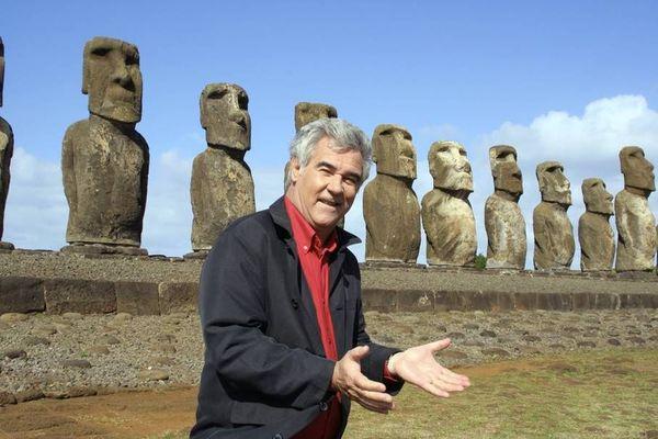 Georges Pernoud sur l'île de Pâques.