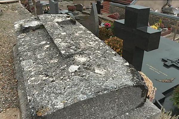 La tombe de Maxime Clerc, arrière-grand-père de Johnny Hallyday.