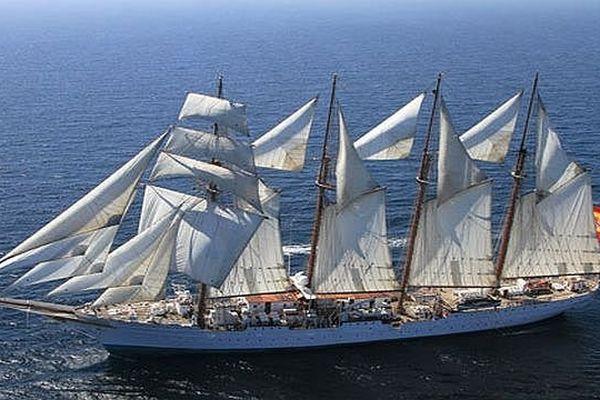 Le Juan Sebastian de Elcano en mer, toutes voiles dehors. Il est à quai pour 3 jours à Sète