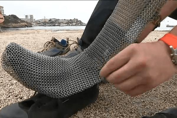 Les chaussettes en cotte de mailles sont indispensables pour se protéger d'un coup de hache