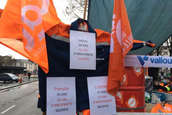 En moyenne, les salariés de Vallourec de Déville-lès-Rouen ont 22 ans d'ancienneté, ils s'attendaient à de nouvelles mesures difficiles pour leur site mais pas à une fermeture totale.
