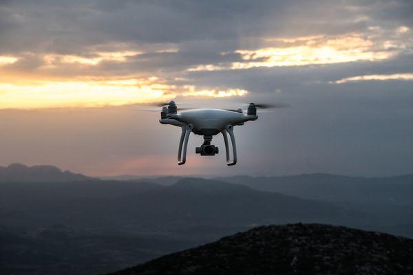 Le Parc national des Pyrénées sera particulièrement strict cet été sur le respect de l'interdiction des survols en drone sur son espace protégé. Les contrevenants encourent 135€ d'amende.