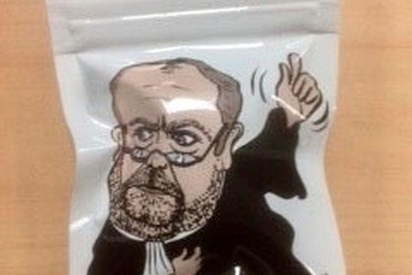 Un sachet de drogue à l'effigie du ministre de la Justice, Eric Dupont-Moretti.