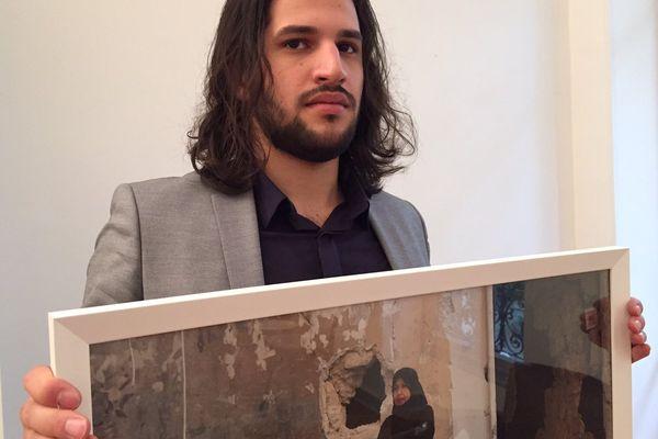 Hosam Katan photographie les contrastes de la guerre.