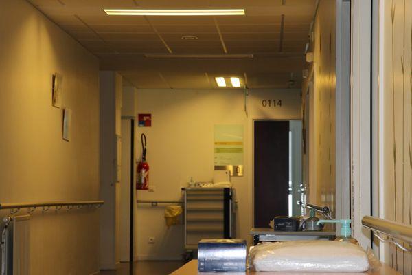 """Des """"milliers d'invisibles"""" œuvrent tous les jours au contact des soignants mais manquent eux aussi d'équipements pour assurer leur sécurité."""