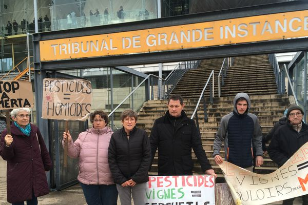 Sylvie Berger et ses soutiens : les militants anti-pesticides du Médoc et Nord-Gironde.