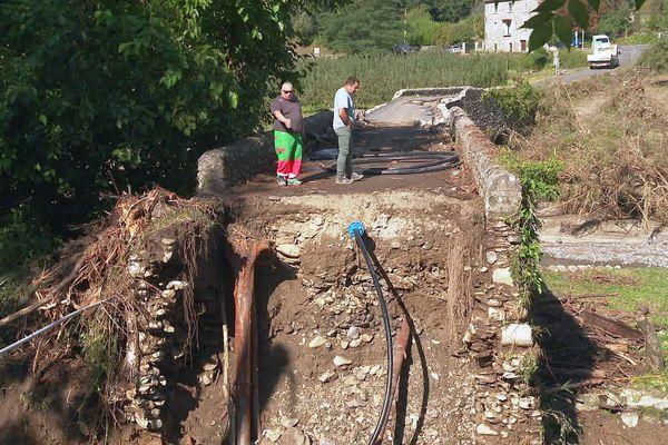 Saint-André-de-Majencoules (Gard) - le pont pour accéder au hameau du Villaret a été submergé et détruit par le fleuve Hérault - 20 septembre 2020.