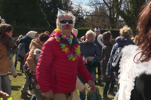 Des manifestants lors d'un rassemblement pour un allègement des mesures sanitaires le 22 mars à Annecy.