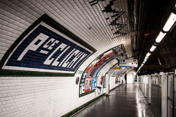 Les quais du métro vides, durant le confinement
