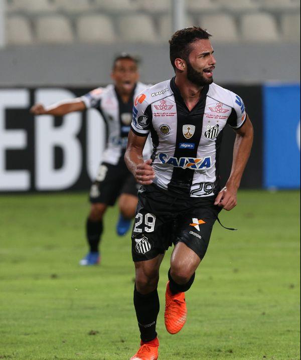 Thiago Maia célébrant un but avec Santos en Copa Libertadores en mars dernier