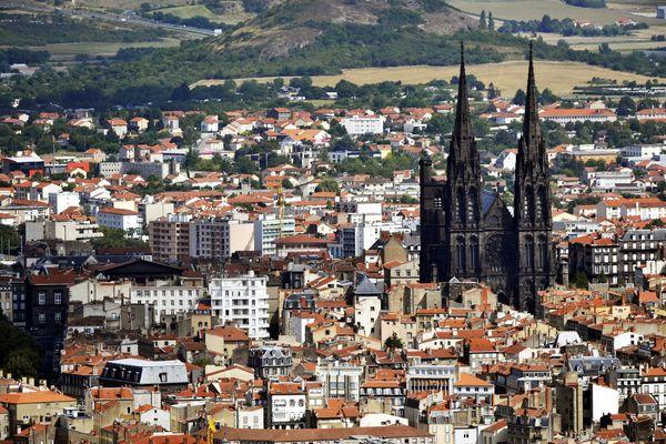 La ville de Clermont-Ferrand ne connaîtra pas le même destin que Détroit car, en France, l'équilibre budgétaire est obligatoire pour les collectivités territoriales. En revanche, elle a engagé une procédure judiciaire car elle est victime d'emprunts toxiques.