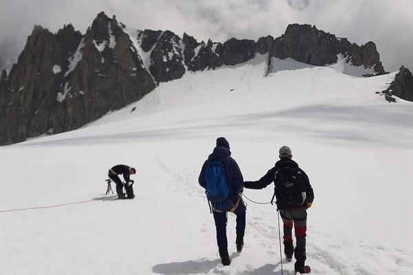 Romain Claudet en pleine ascension dans le massif du mont-Blanc.