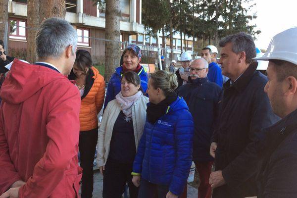 Laurent Wauquiez a présenté la charte de préférence régionale signée avec les entreprises du bâtiment et de l'artisanat sur le chantier de rénovation d'un lycée au Puy-en-Velay.
