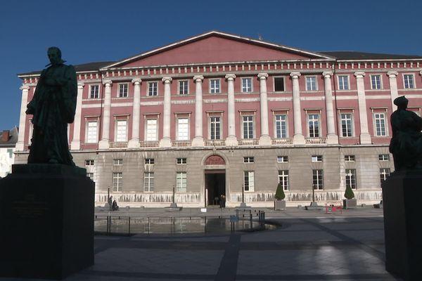 Le procès en appel de l'ancien directeur d'école de Cornier a lieu devant la chambre correctionnelle de la cour d'appel de Chambéry.