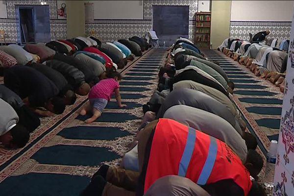 Nuit de prières à la grande mosquée de la Paillade à Montpellier pour la fin du ramadan 2018