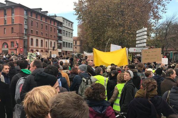 A Toulouse, l'arrière du cortège n'a toujours pas avancé, une demie-heure après le départ de la marche.