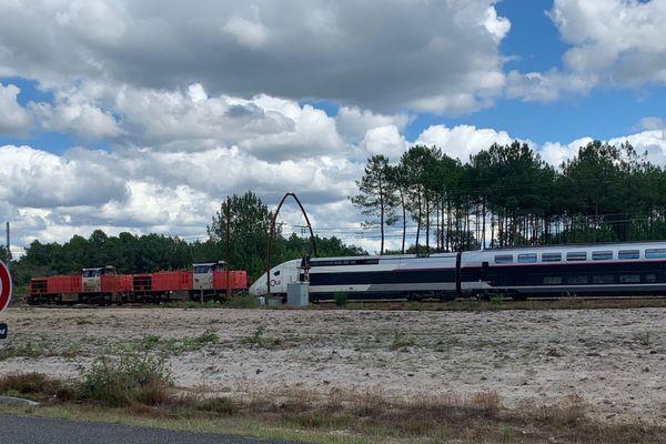 Le TGV 8538 immobilisé au niveau de la commune de Ychoux dans les Landes.