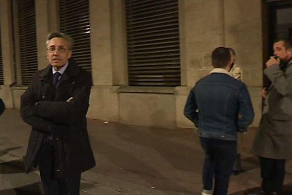 Montpellier - le doyen de la fac de droit devant son université le soir des violences - mars 2018.