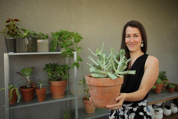 Sarah Roux, créatrice de la communauté Troque Ta plante, qui rassemble désormais plus de 60 000 personnes en France, Belgique, Suisse, Luxembourg et Canada.