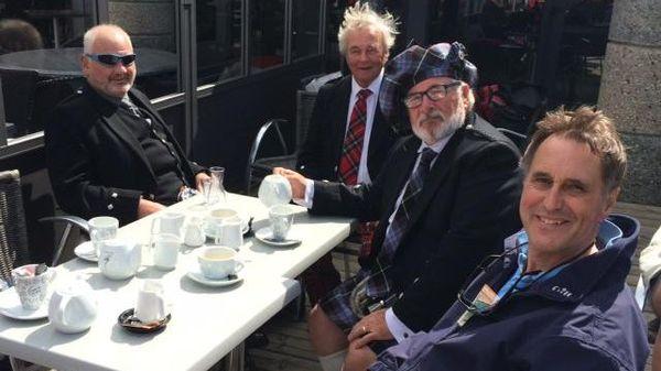 Les marins écossais bloqués à terre... boivent du thé
