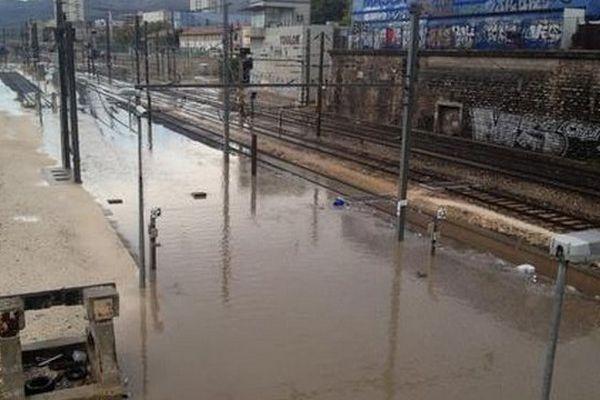 L'entrée de la Gare de Toulon sous les eaux en fin de matinée.