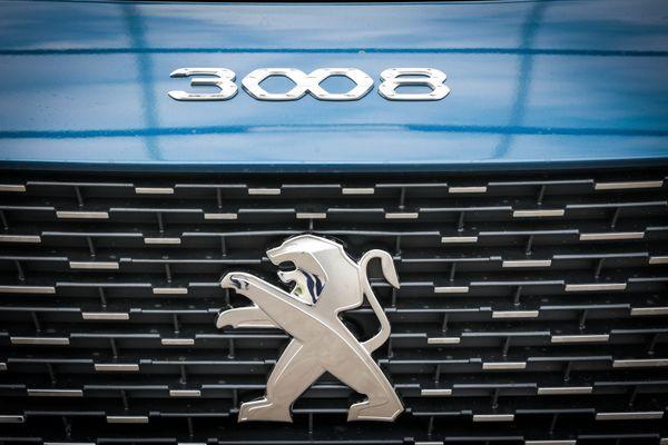 Montbéliard - Sochaux le 20/08/2021 - Dans l'usine du constructeur automobile Stellantis (ex PSA groupe) à Montbéliard - Sochaux, des voitures de la marque Peugeot 3008 stockées sur des parkings de l'entreprise.