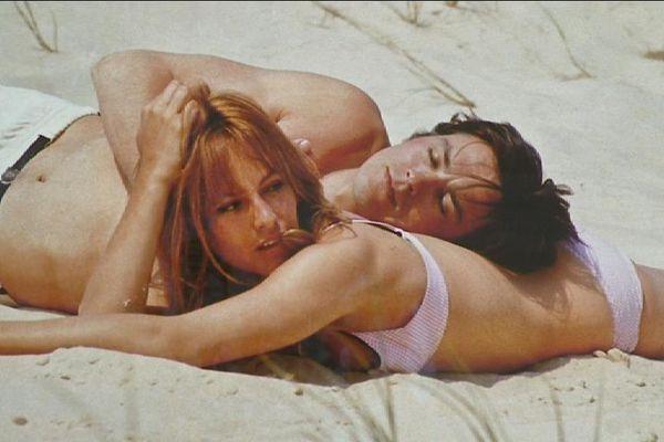 Bain de soleil pour Alain et Nathalie Delon