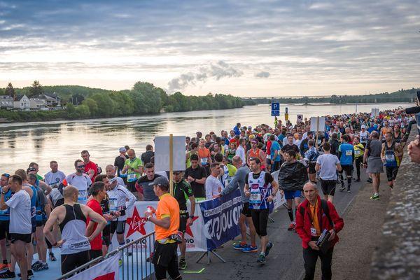 Des coureurs au départ du marathon de la Loire, édition 2017