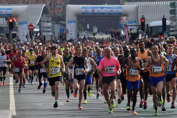 Le départ du marathon de La Route du Louvre 2015