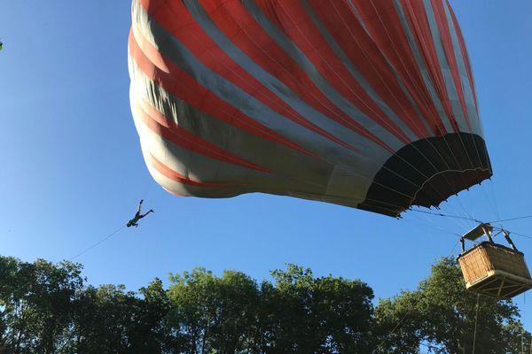 le Cirque Inextremiste a improvisé un spectacle de rue... dans le ciel!