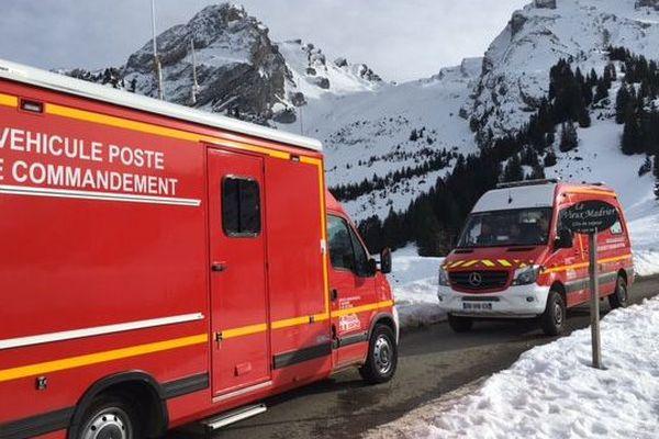 Les secours en montagne se dirigent vers le lieu de l'avalanche, samedi 30 janvier.