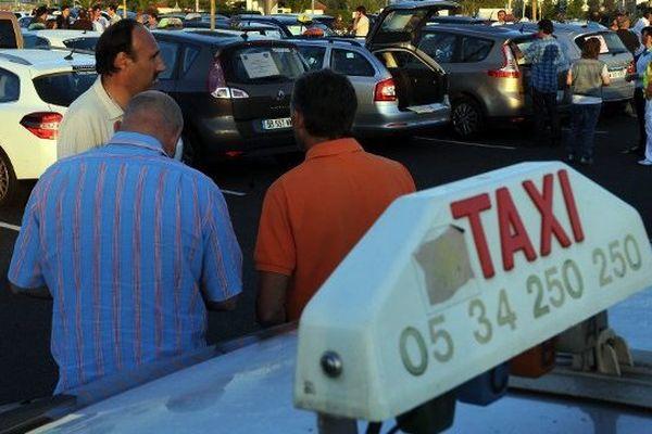 Les taxis toulousains manifestent régulièrement