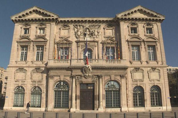 La nouvelle municipalité de gauche de Marseille crée la polémique en mettant un terme à la collaboration de l'historien Frank Ferrand