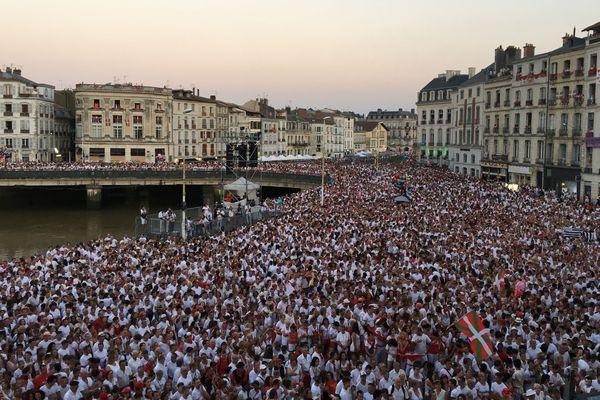 La foule des festayres réunie pour assister à l'Ouverture officielle des Fêtes de Bayonne 2018.