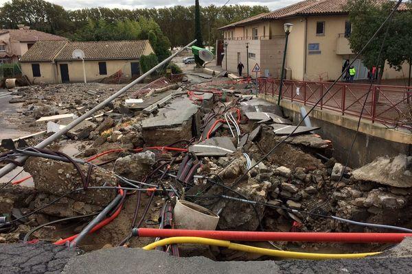 Une route complètement détruite par les inondations à Trèbes, dans l'Aude - 15 octobre 2018