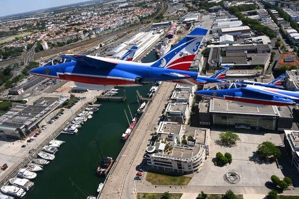 La PAF survolant le Musée Maritime et l'Aquarium (La Rochelle).