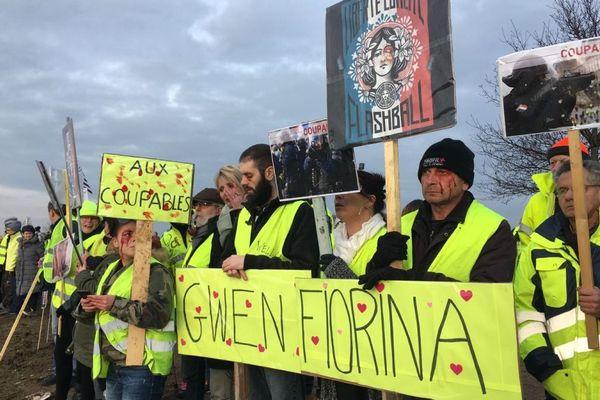 Près de 300 Gilets jaunes ont manifesté contre les violences policières sur le rond-point de Kervidanou à Quimperlé