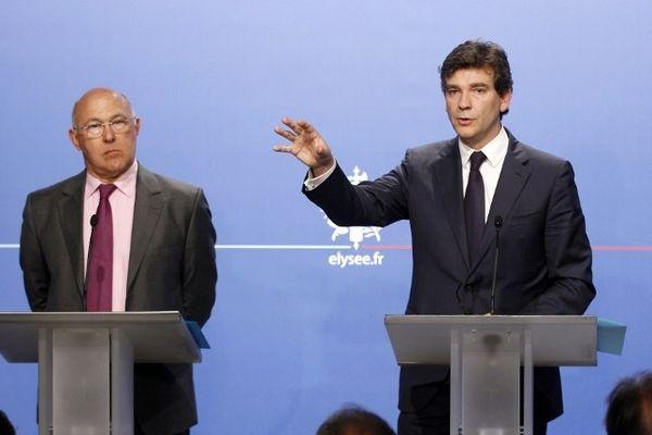 Arnaud Montebourg et Michel Sapin se disent prêts à accueillir l'intersyndicale pour faire le point.