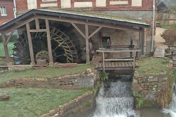 Un des moulins à aubes situés sur le cours de la Varenne dans la commune de Saint-Saëns (Seine-Maritime)