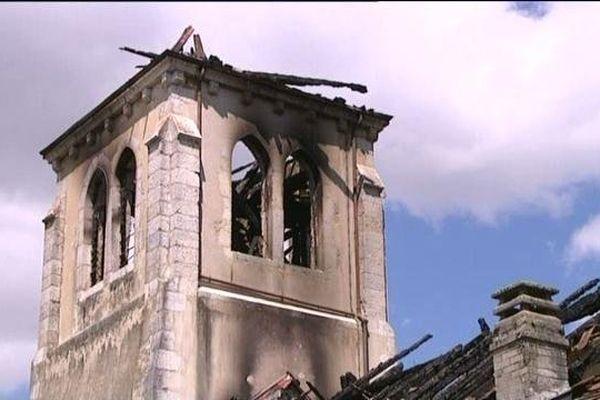 Chevry : d'importants dégâts sur le clocher - Archives mai 2012