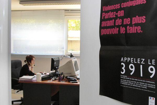 Le numéro d'écoute gratuit et anonyme pour les victimes de violences conjugales, le 3919, est accessible désormais 24h sur 24 en semaine.