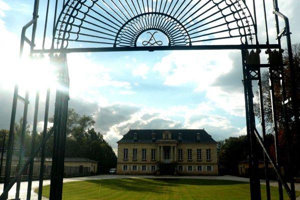 Le château La Louvière dont il était très fier, qu'il a acquis en 1965;