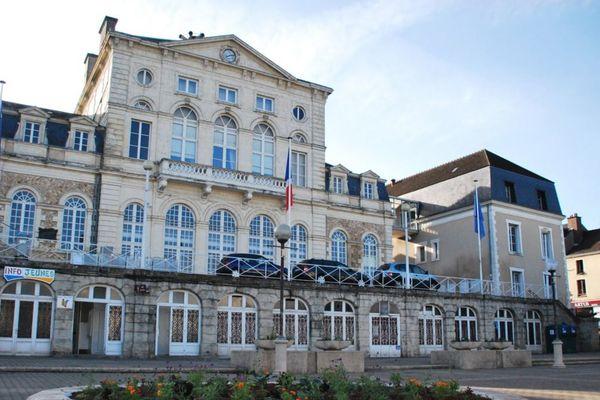 Nogent-le-Rotrou est une commune de 9 500 habitants située dans le département de l'Eure-et-Loir.